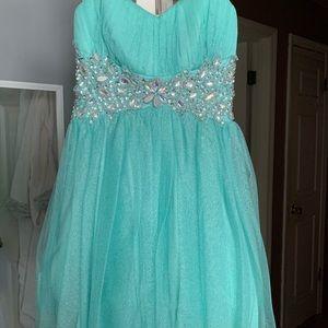 Dresses & Skirts - formal dress